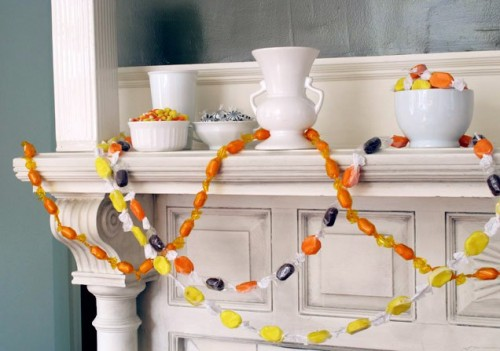 Easy DIY Candy Halloween Garland (via ivillage)