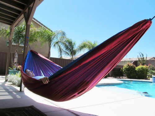 nylon hammock  via instructables  11 awesome diy hammocks to make yourself   shelterness  rh   shelterness