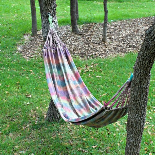 tie dyed hammock (via morenascorner)