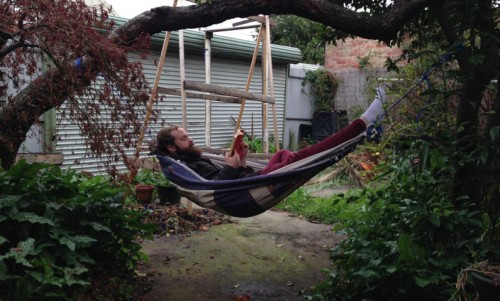 diy hammock (via thethousands)