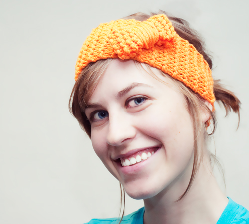 knitted headband with a bow (via fiksd)