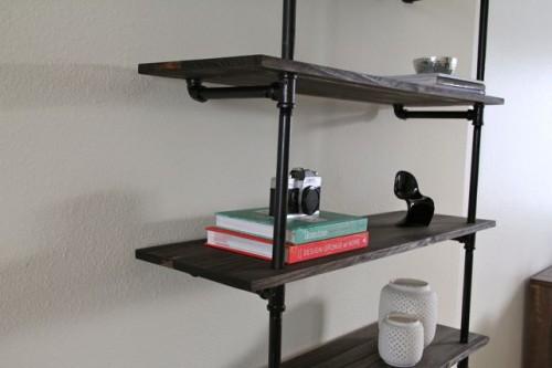 diy industrial bookshelf (via thestyleeater)