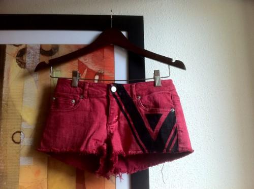 inked denim shorts (via diyraven)