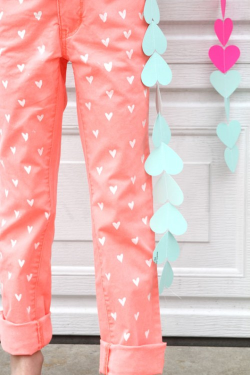 heart painted jeans for kids (via fortheloveof)