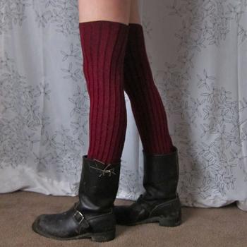 easy no sew long leg warmers (via bonzaiaphrodite)