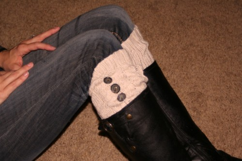 sweater leg warmers with buttons (via showmecute)