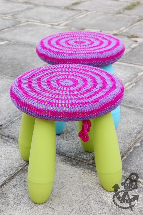 striped crochet covers (via coffeeandvanilla)