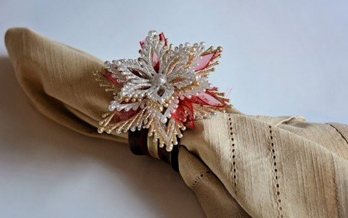 Christmas snowflake ornament into a napkin ring (via southerndistinctions)
