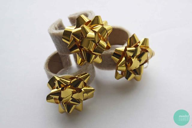 glod gift bow napkin rings