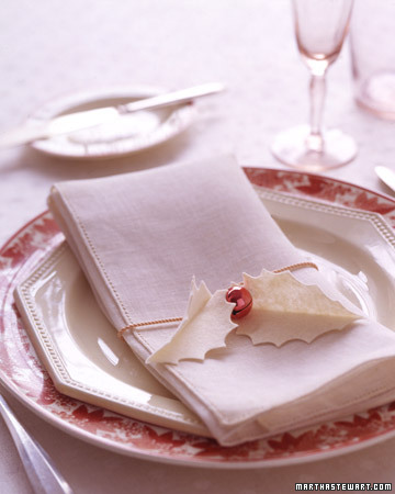 holly leaves and jingle bells napkin rings (via acreativeproject)