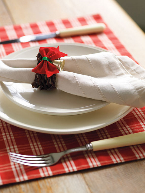 red bow and bell napkin ring (via acreativeproject)