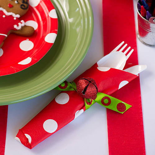 glittered jingle bell napkin ring (via shindigz)