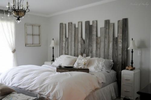 barn wood headboard (via remodelaholic)