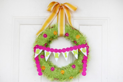 DIY fringed yarn wreath