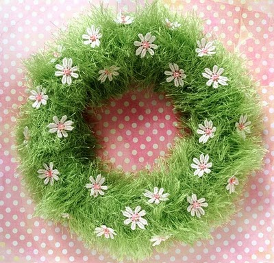 DIY green grass wreath (via thecreativeplace)