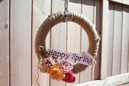 DIY spring wreath (via lolovie)