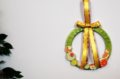 DIY green spring wreath (via mouseinmypocket)