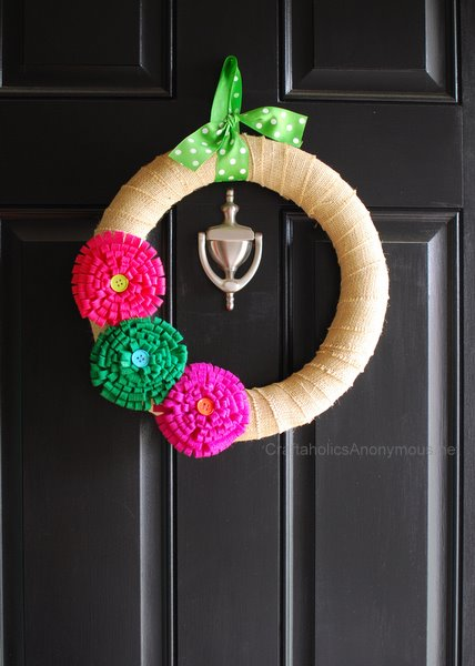 DIY felt spring wreath (via craftaholicsanonymous)