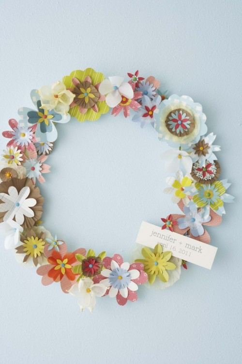 DIY paper flower wreath (via hellolucky)