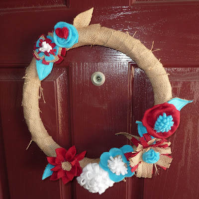 DIY burlap wreath (via notime2bbored)