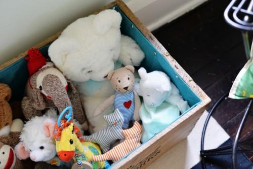 fabric lined toy box (via farmfreshtherapy)