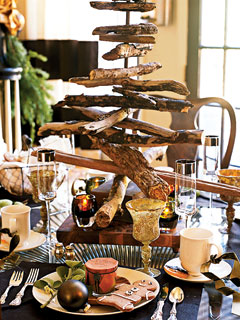 driftwood Christmas tree centerpiece (via myhomeideas)