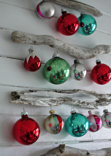 christmas mantel tree (via gracie-senseandsimplicity)