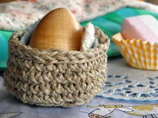 crocheted twine basket (via lillaluise)