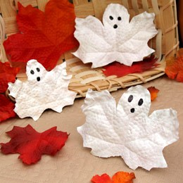 spooky ghost leaves (via shelterness)