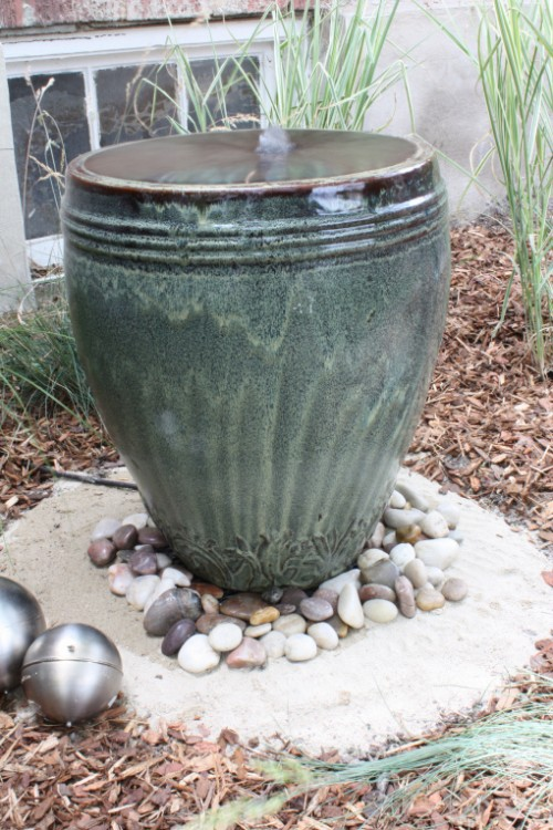 If you have a tall ceramic pot you can turn it into an awesome DIY backyard fountain. Water would bubbles up in the middle and run down the sides. Cheap and easy project! (via hiphousegirl)