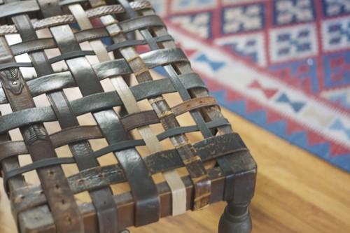 upcycled leather belt bench (via hellolidy)