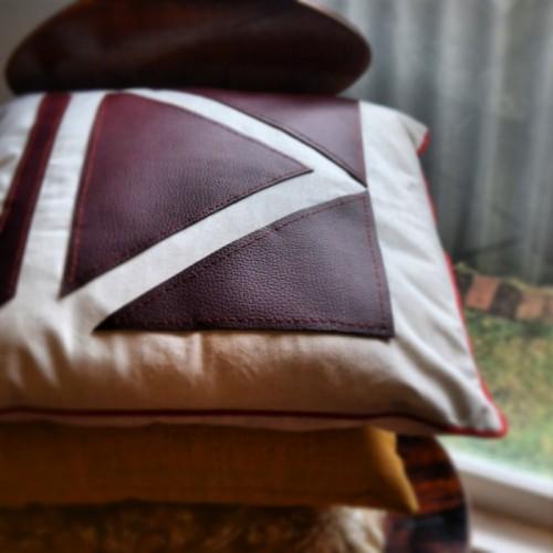 leather geometric pillow (via keightlystudio)