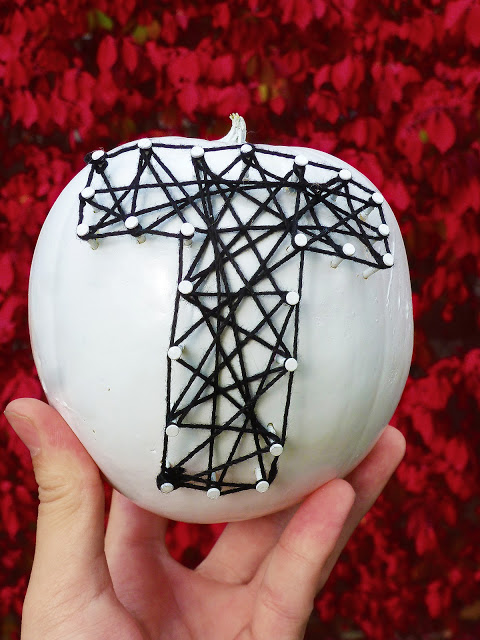 monogram pumpkin (via knowandtellcrafts)