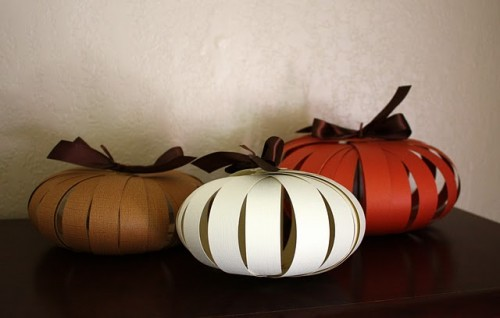 paper pumpkins (via shelterness)