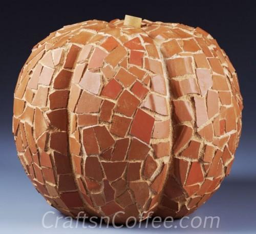terra cotta mosaic pumpkin (via craftsncoffee)