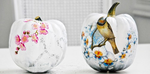 funky decoupage pumpkins (via pocketfulofdreams)