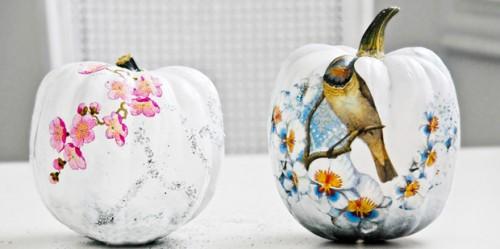 funky decoupage pumpkins (via pocketfulofdreams)