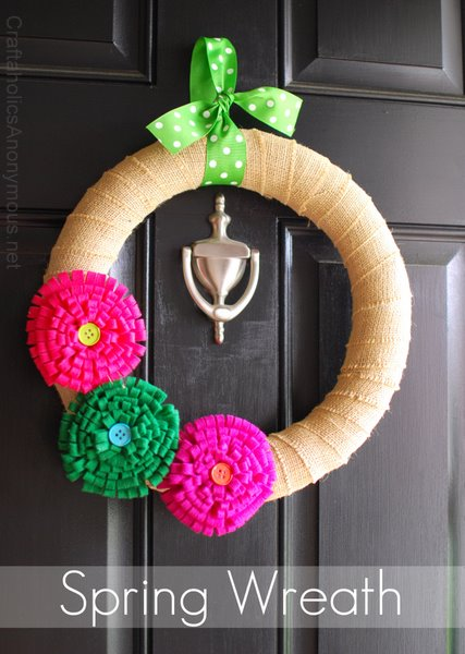 DIY felt flower wreath (via craftaholicsanonymous)