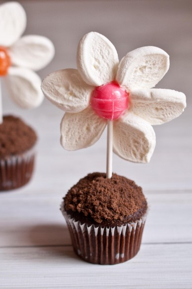 DIY flower pot muffins (via domesticfits)