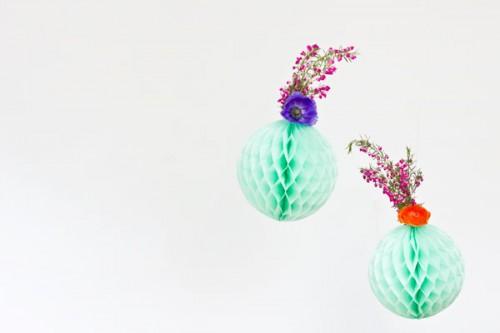 fresh flower honeycomb decor (via studiodiy)