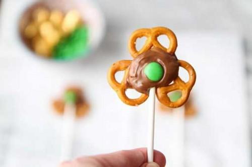 shamrock pretzel pops (via inspiration)