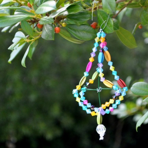 diy vintage beads ornament (via poindextr)