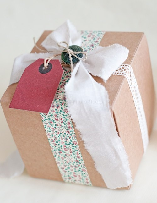 vintage gift wrapping (via facilysencillo)
