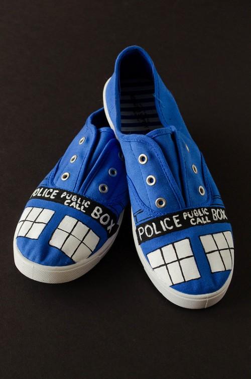 tardis sneakers  (via cookingalamel)