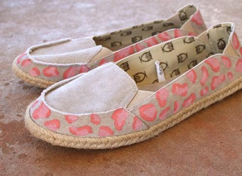 pink cheetah espadrilles (via dreamalittlebigger)