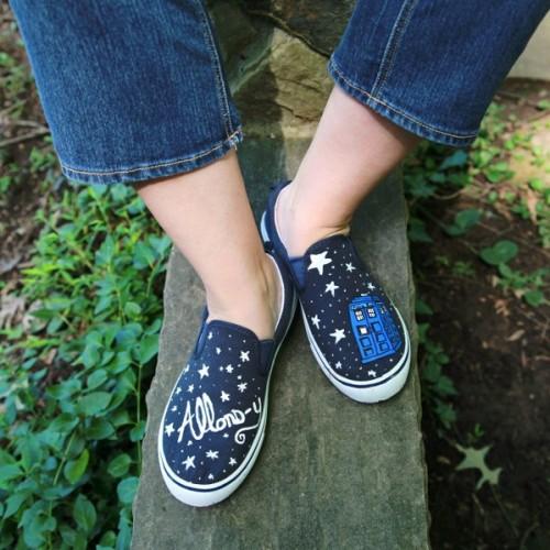 star painted sneakers (via mysocalledcraftylife)