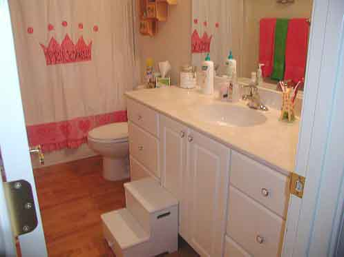 10 little girls bathroom design ideas shelterness for Bathroom girls pic