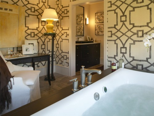 21 Unusual Bathroom Designs With Wallpapers On Walls - Shelterness