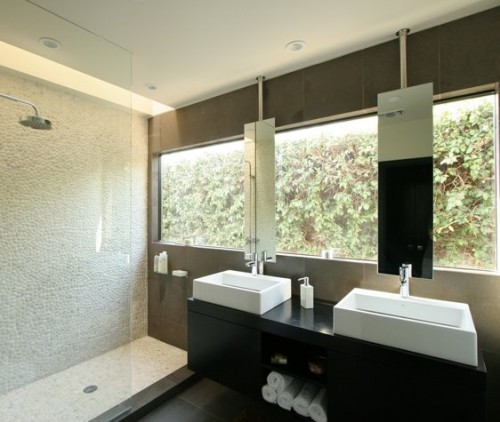 20 Bathrooms With Washbasins Below Windows