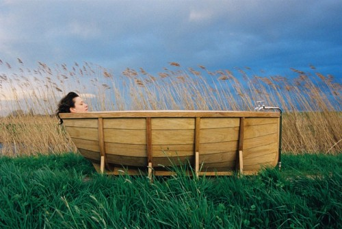 Cool Bathtub Shaped Like A Boat